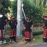 Pecalang di Bali Bantu Polisi Kawal Aksi Demo Tolak Omnibus Law