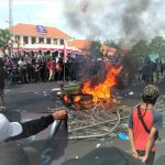Tolak UU Ciptaker, Surabaya Mencekam, Sejumlah Fasilitas Publik Dibakar, Anak Buah Risma Menyayangkan Tindakan Massa Aksi
