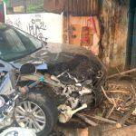 Mobil Sedan Tabrak Motor dan Warung di Pondok Gede-Bekasi, 8 Orang Jadi Korban